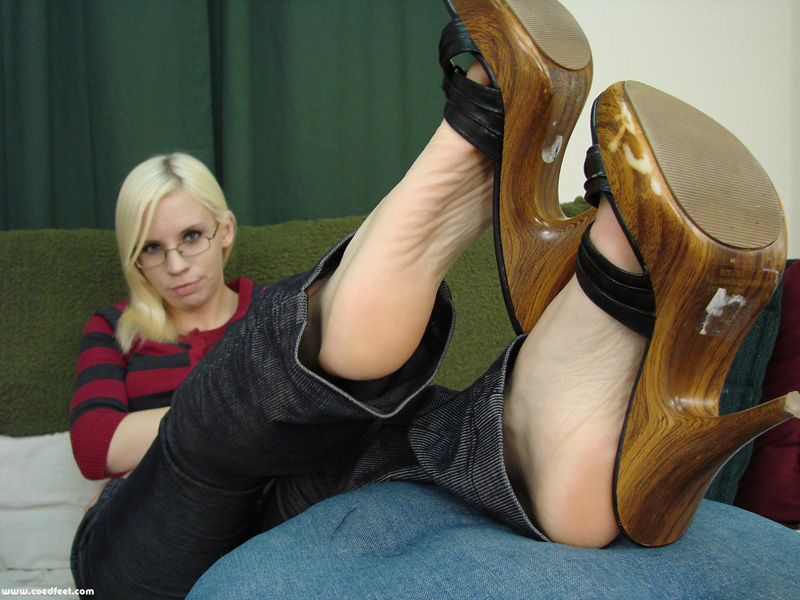 Bare soles and toes at the college union - 3 part 7